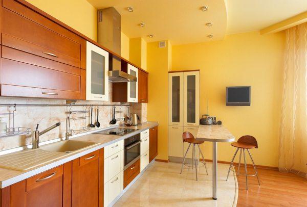 теплый желтый матовый потолок