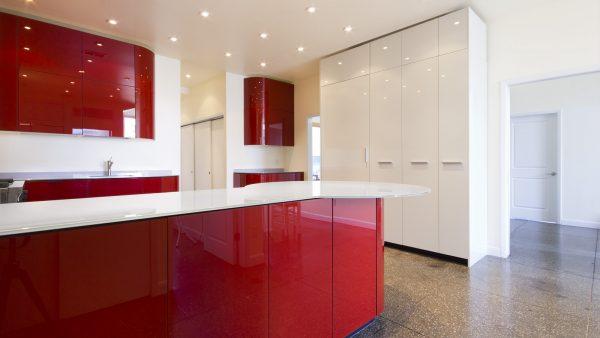 красно-белый глянец н кухне