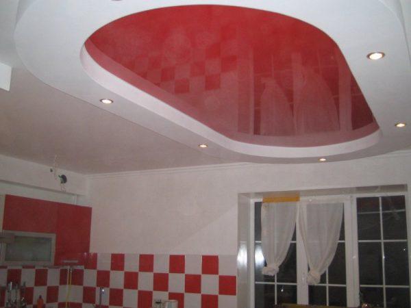 красный овал обрамлен белым кантом