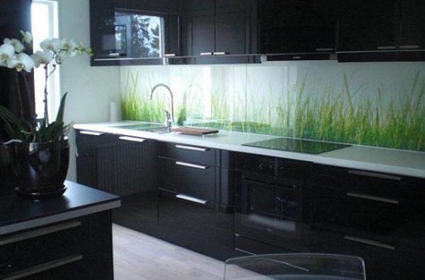 кухонный фартук с зеленой травой