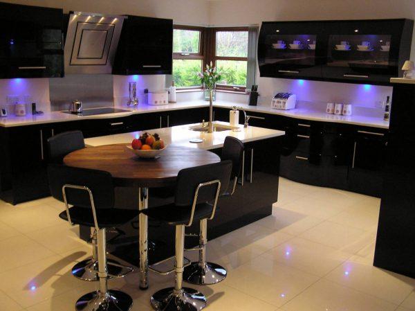 неоновая подсветка для черной кухни