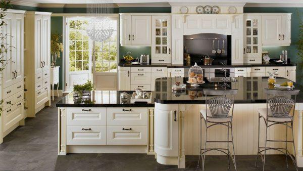 классическая кухня с белым гарнитуром