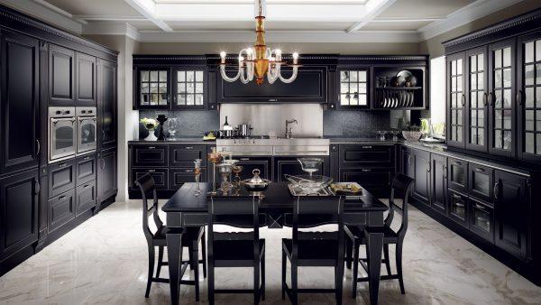 люстра-канделябр нал черной кухней