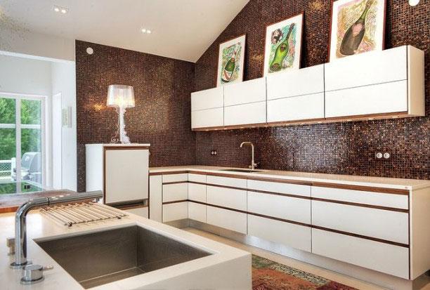 Светло-коричневая кухня
