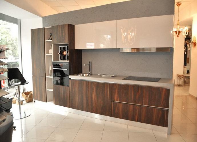 Сочетание серого бежевого и коричневого цвета на кухне