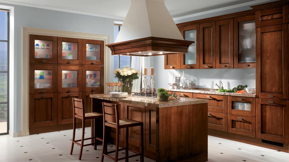 Коричневая кухня с матовыми стёклами