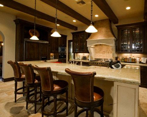 Коричневая кухня-столовая