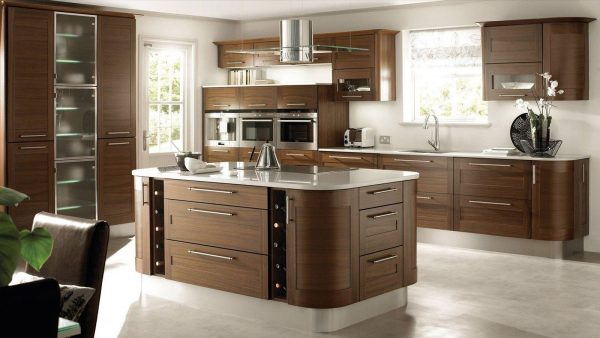 темно-коричневая мебель на белом фоне