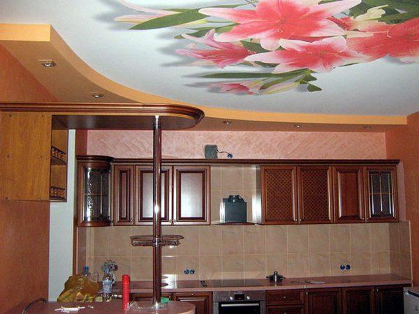 букет лилий на весь потолок