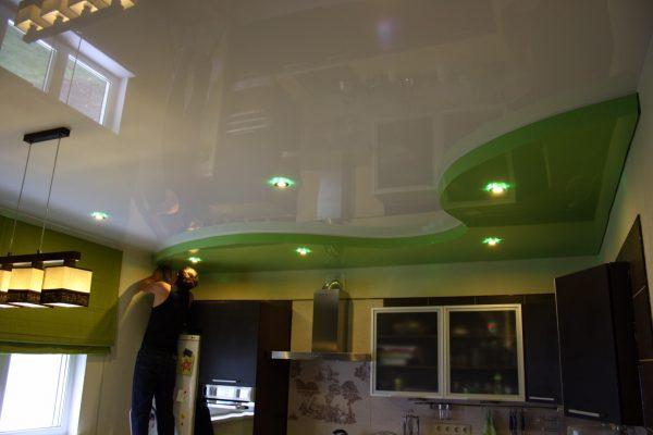 зеленый край елого потолка