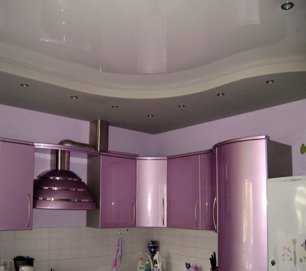 точечное освещение белого потолка