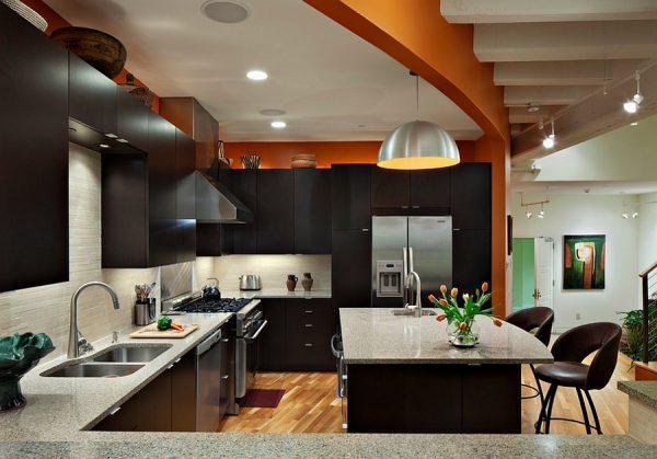 коричневый обод черной кухни