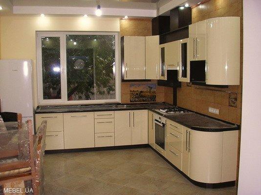 Кухня с округлым торцом
