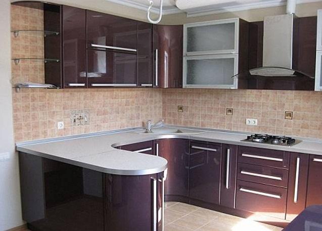 Глянцевая угловая кухня