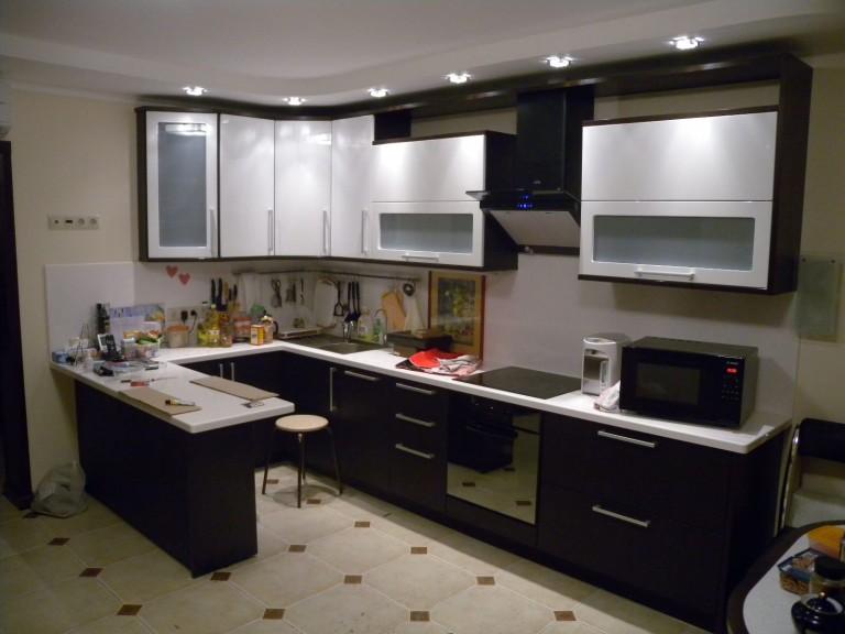 Бело-чёрная кухня