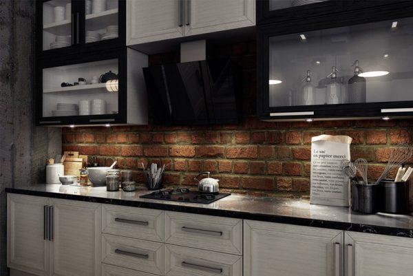 Белая кухня в сочетании с черной столешицей
