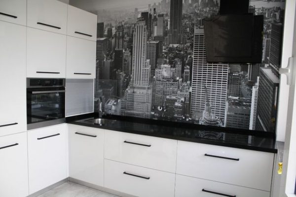 Кухня в черно-белом цвете