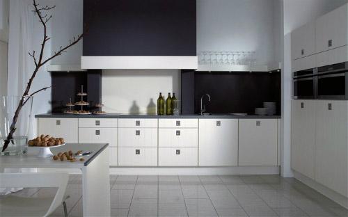 чёрный выступ на кухне
