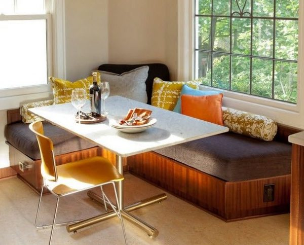 Угловой раскладной диван для кухни