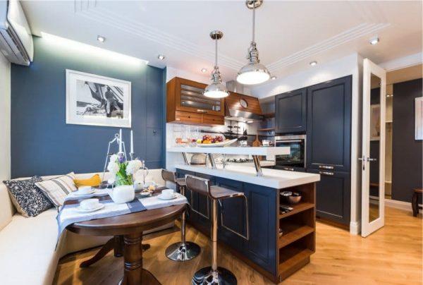 интерьер кухни со спальным местом