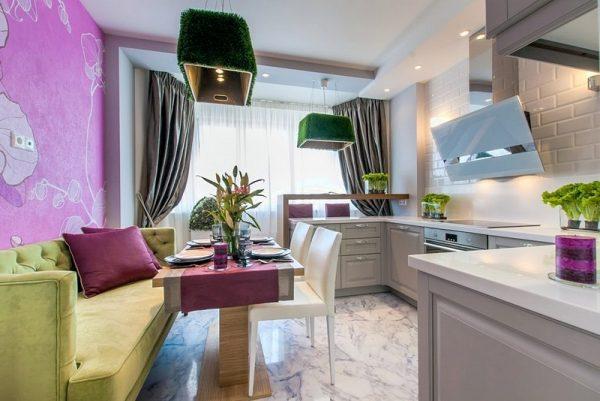 интерьер кухни-гостиной с диваном