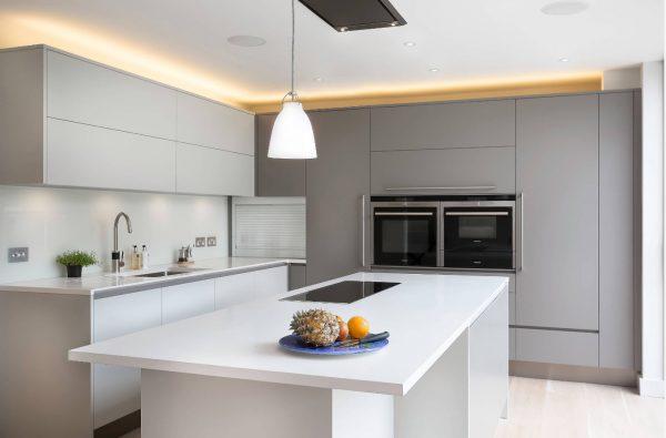 Дизайн светлой кухни 2017 года