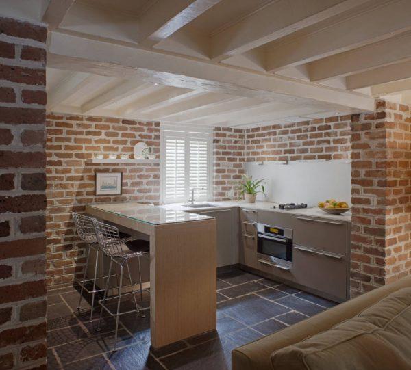 Дизайн для кухни 2017 года со стенами под кирпич