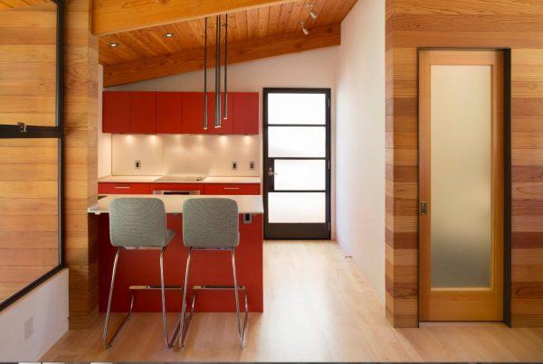Дизайн для кухни 2017 года с отделкой под дерево