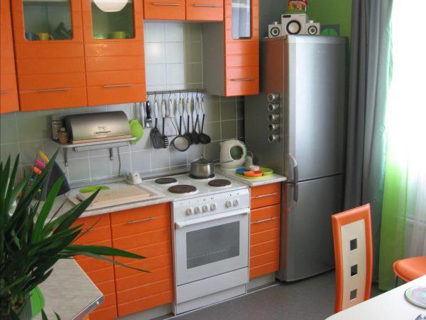 оранжевая кухня в хрущевке 6 кв м