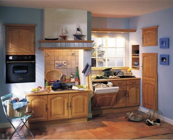 синий на кухне в стиле кантри
