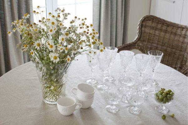 стол на кухне в стиле кантри