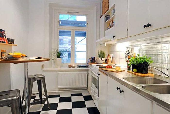 кухня с обеденной зонной у стены