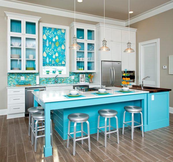 Небесно-голубой в интерьере кухни