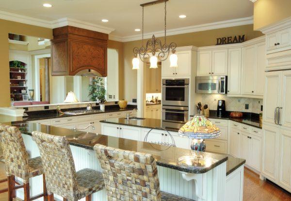 Классика в современной интерьере кухни