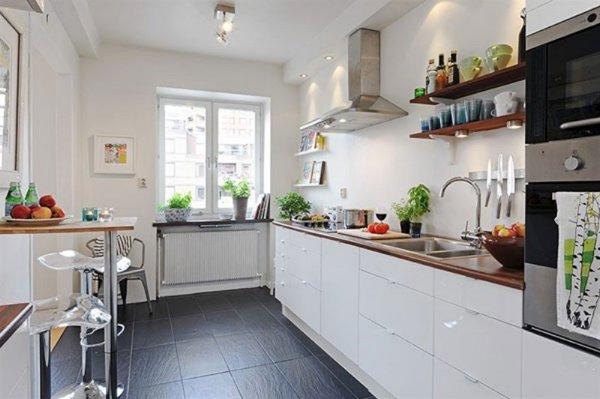 кухня с навесными полками