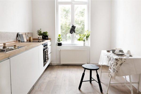 кухня без навесных шкафов со столом