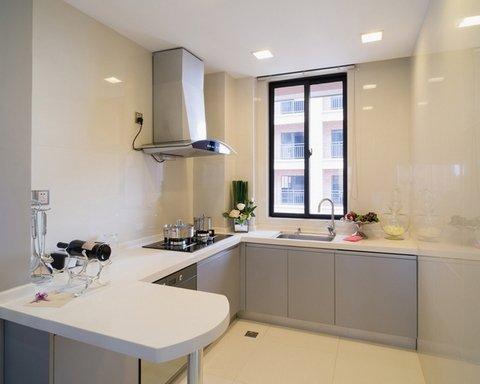 угловая кухня без навесных шкафов