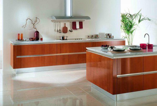 коричневая кухня без навесных шкафов