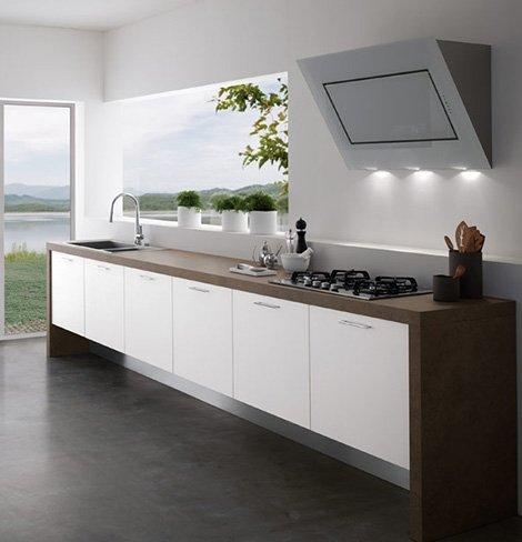 кухня без навесных шкафов у окна