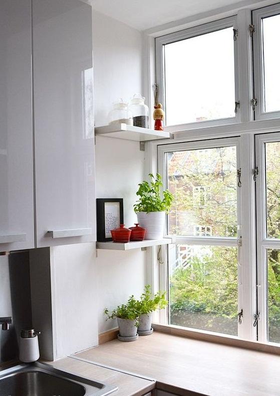 использование полок на окне
