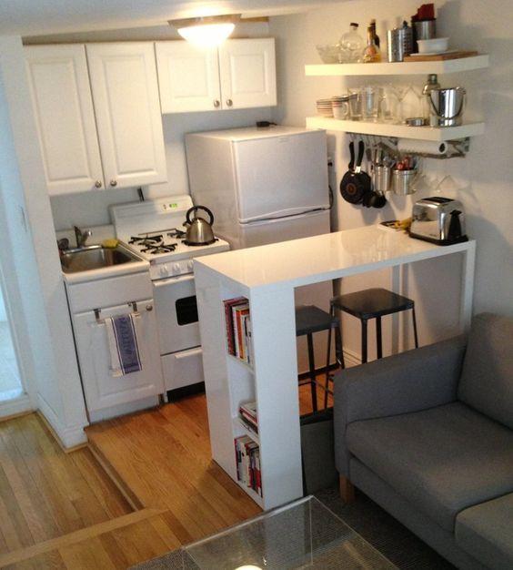 зона с холодильником на кухне