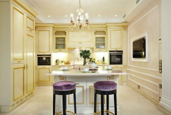 кухня в классическом стиле со светлой тонировкой