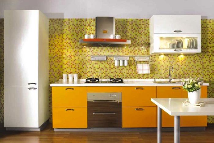 Кухня экономкласса жёлтая