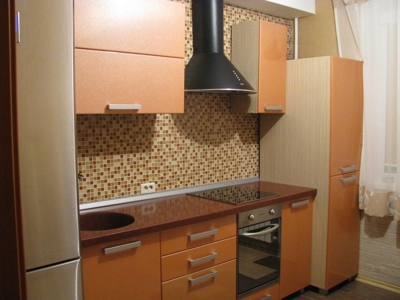 фартук из мозаики на бюджетную кухню
