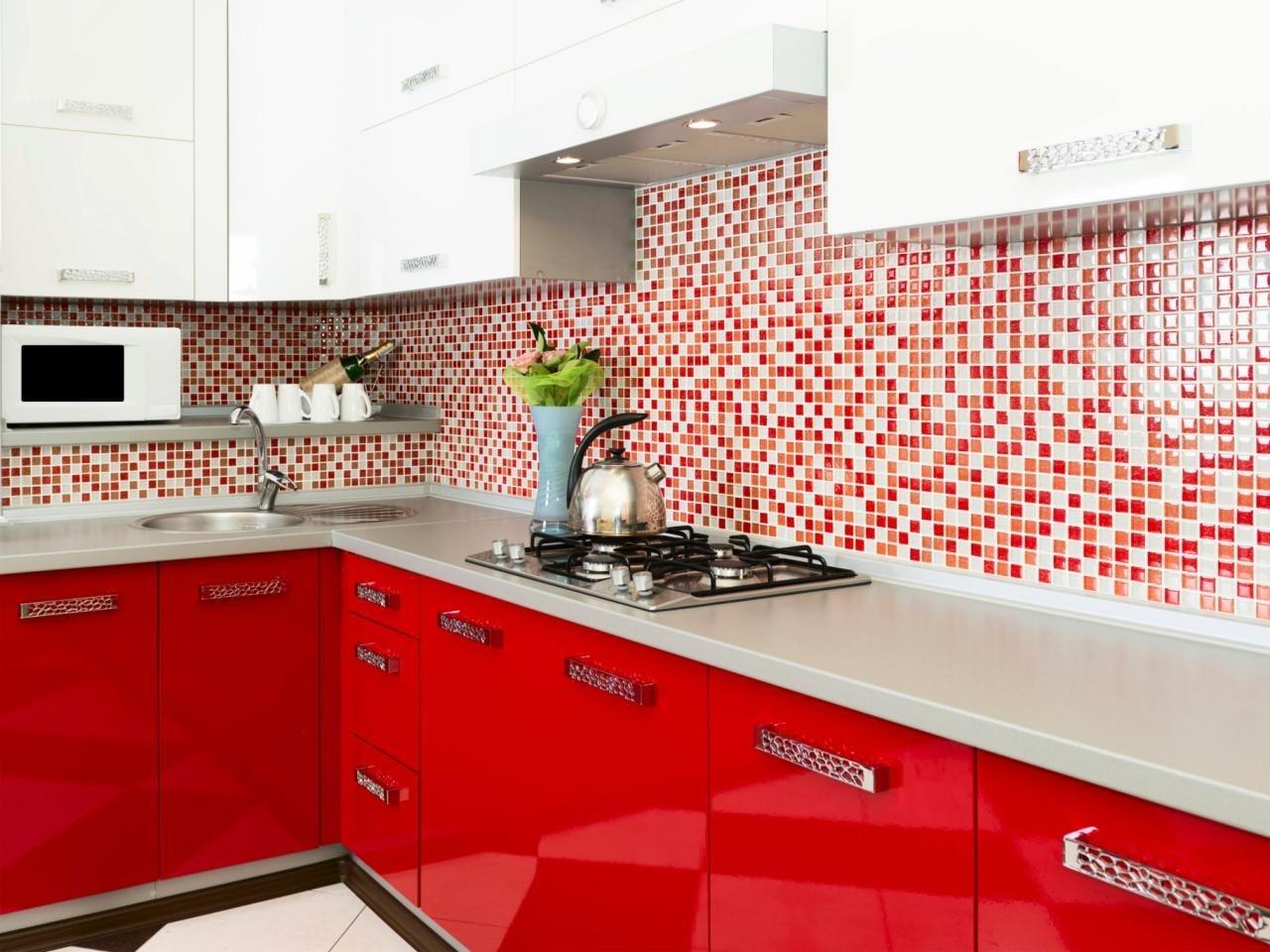 Кухонный фартук красного цвета