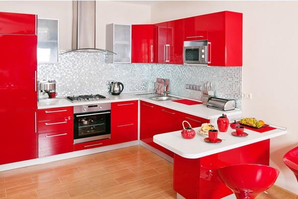 Дизайн красно белой кухни