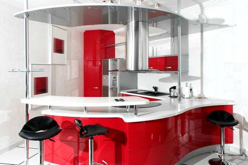 полукруглая кухня красного цвета