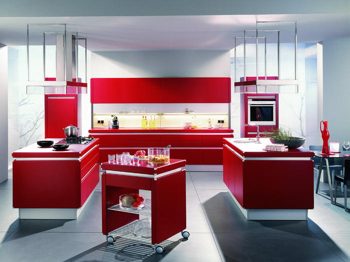 стильная кухня красного цвета