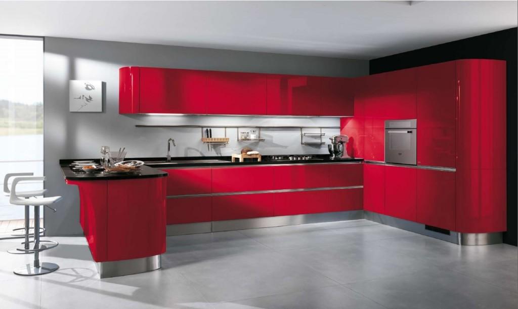 яркая кухня красного цвета