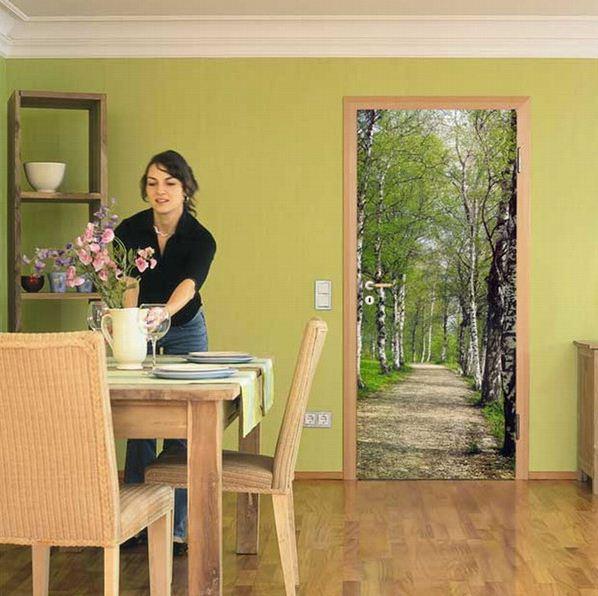 весенний лес на дверях кухни